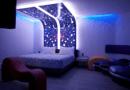 ¡Checa estas ideas para que tu habitación tenga toques de neón!